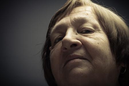 Porträt der älteren Frau. Überlegenheit. Getont