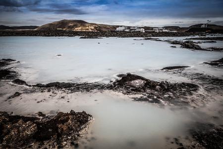 Vue sur le lagon bleu en Islande. Tonifié.