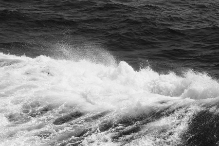 Blaues Wasser auf der Oberfläche des Pazifischen Ozeans. Natürlicher Hintergrund. Getönt.
