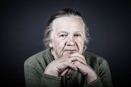 Retrato de anciana. Consideración. Tonificado.