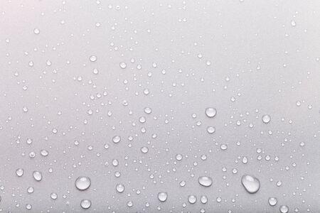 Gocce d'acqua su uno sfondo di colore. Grigio. Archivio Fotografico