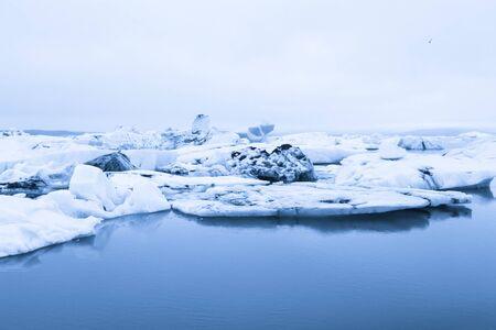 Iceberg lagoon jokulsarlon on the south of Iceland. Toned. Foto de archivo - 129849355