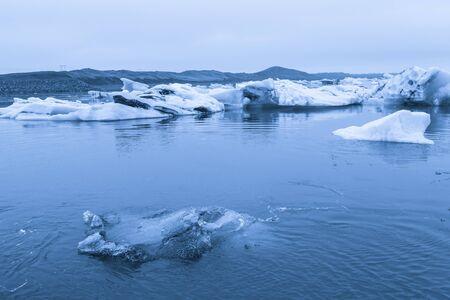 Iceberg lagoon jokulsarlon on the south of Iceland. Toned. Foto de archivo - 129849357