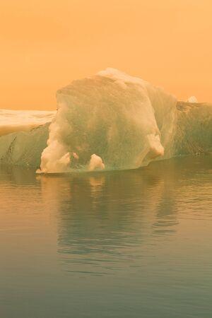 Iceberg lagoon jokulsarlon on the south of Iceland. Toned. Foto de archivo - 129850759