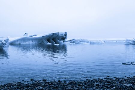 Iceberg lagoon jokulsarlon on the south of Iceland. Toned. Foto de archivo - 129851485