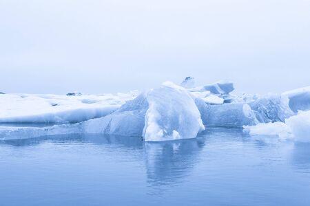 Iceberg lagoon jokulsarlon on the south of Iceland. Toned. Foto de archivo - 129851624