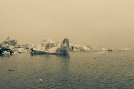 Bizarre ice floes of Iceberg lagoon jokulsarlon on the south of Iceland. Toned. Stockfoto
