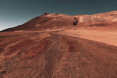 Schöne dramatische mehrfarbige Frühlingslandschaft Islands wie eine Oberfläche des Planeten Mars. Getönt. Standard-Bild