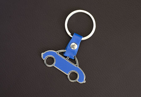 keyholder: Key chain blue car on leather pad
