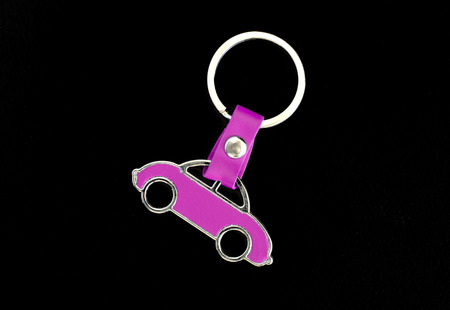 keyholder: Key chain pink car on black leather pad