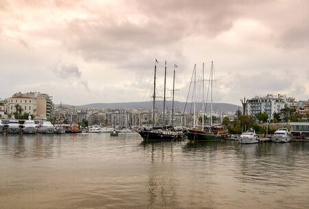 Beautiful sailing wooden and motor yachts at marina Zeas in Piraeus city. Greece Zdjęcie Seryjne - 128905061