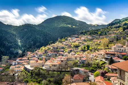 view of mountain village, Valtessiniko in Arcadia, Peloponnese, Greece. Stockfoto