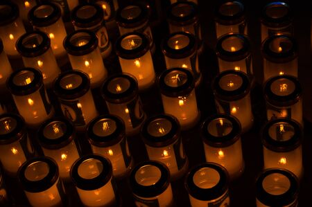 Many cups with burning candles in the church close up Banque d'images