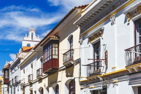 Calle Viewon de edificios coloniales en el centro colonial de Sucre - Bolivia Foto de archivo