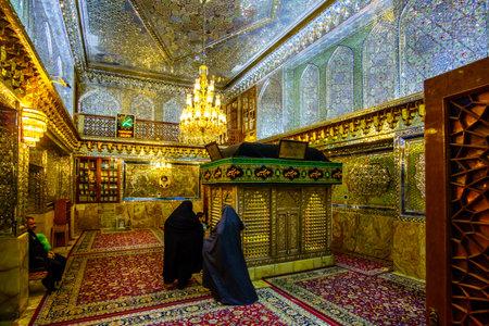 Shiraz, Iran 24th October 2017 Shah Cheragh, view on muslim woman praying inside mosque 新闻类图片