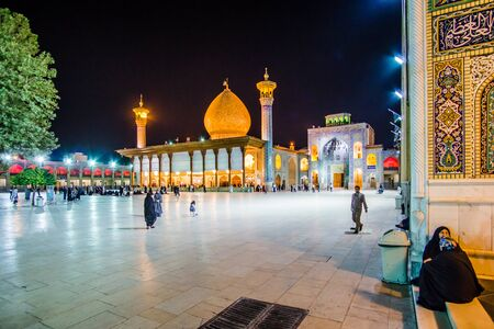 Shiraz, Iran 24th October 2017 - View on Shah Cheragh, a funerary monument and mosque in Shiraz by night 免版税图像 - 142308213