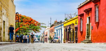 Oaxaca, Mexico on 24th April 2016: View on street with Colorful colonial buildings in th eold town with a group of people 免版税图像 - 142308218