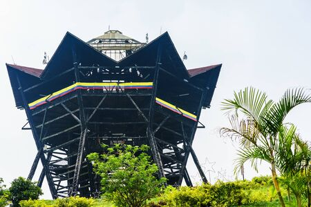 Tower Colina Iluminada next to colonial village of Filandia, Colombia Imagens