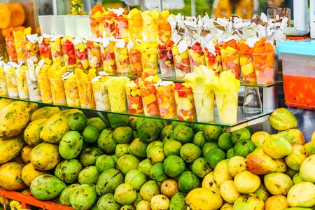 Fresh fruits and juice on market in Salento, Colombia 写真素材 - 129980434