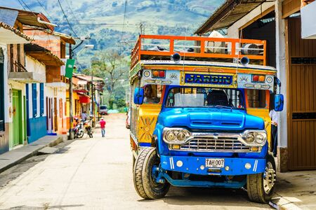 View on typical colorful chicken bus in Jardin, Antioquia, Colombia, South America on 27th March 2019 免版税图像 - 142308870