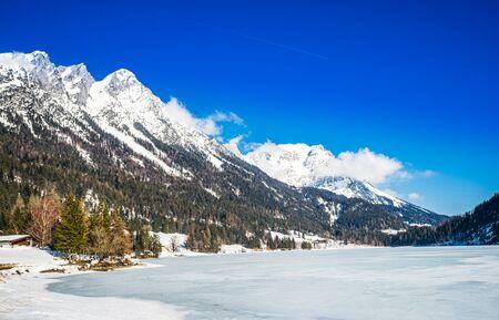 Winter landscape at Hintersteiner Lake in Tyrol, Austria 免版税图像