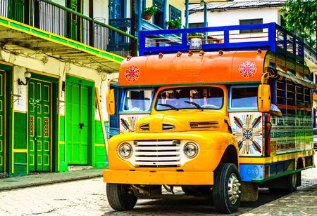 Typical colorful chicken bus near Jerico Antioquia, Colombia, South America 免版税图像 - 142126115