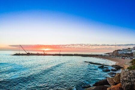 Sunset on bay of Ericeira Bay, Portugal 免版税图像