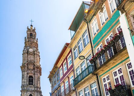 Clerigos Tower and historic buildings in Oporto, Portugal 免版税图像