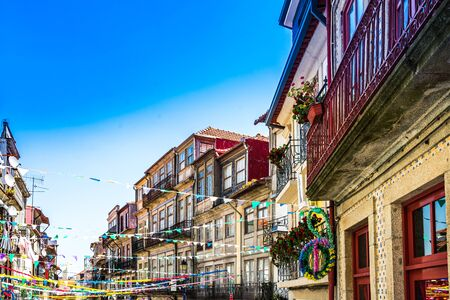 Colorful historic buildings in the old town of Porto, Portugal 免版税图像 - 142126545