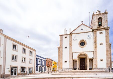 St. Peter's church in old town of Peniche, Portugal 免版税图像 - 142126363