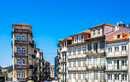 Hisoric buildings in the old town of Porto, Portugal 免版税图像 - 142126376