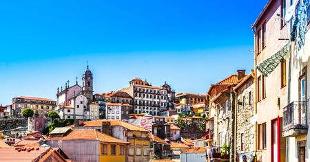 Cityscape of the Old Town of Porto in Portugal 免版税图像 - 142126184