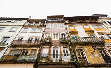 Ancient houses in old town of Coimbra, Portugal 免版税图像 - 142126234