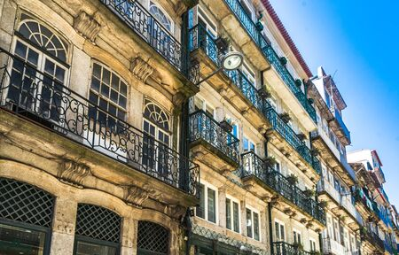 Colorful historic buildings in the old town of Porto, Portugal 免版税图像 - 142126243