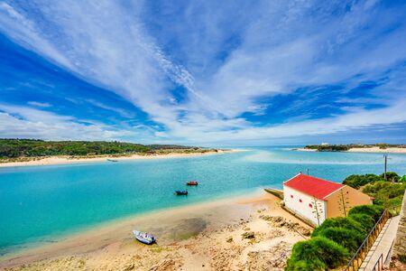 Landscape with river Mira at Vila nova de Milfontes, Portugal 免版税图像 - 142154170