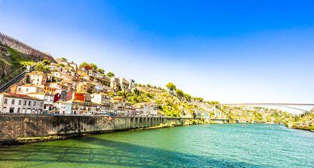 Douro river and city of Oporto, Portugal 免版税图像