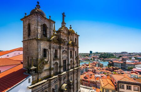 Facade Of Sao Lourenco Saint Lawrence Church and View Of The City Of Porto 免版税图像 - 142154172