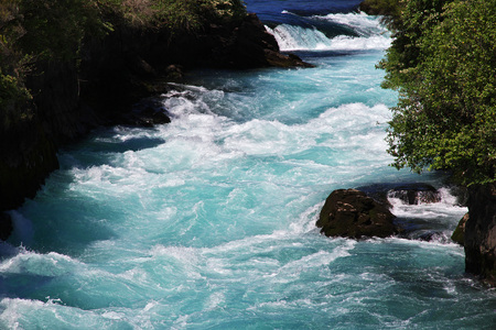 Stream the blue of the water in the Huka falls