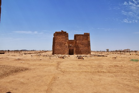 The ruins of an ancient Egyptian Temple in the desert of Sudan, Nubia Imagens