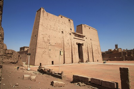 Edfu temple on the Nile river in Egypt 版權商用圖片