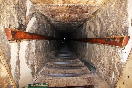 The tunnel in Dahshur, Sahara desert, Egypt Banque d'images - 124854505