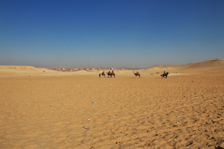 Some people in Sahara desert, Egypt Banque d'images - 124854560