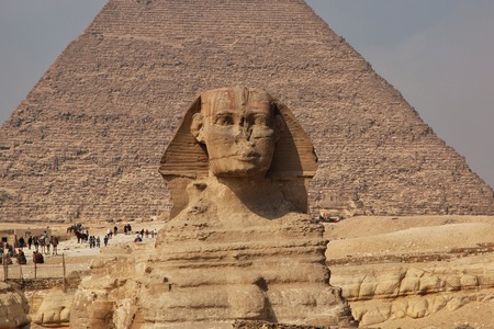 Great Sphinx on pyramids in Giza, Egypt Banque d'images - 124855784