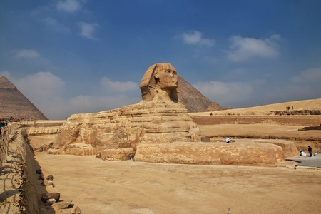 Great Sphinx on pyramids in Giza, Egypt Banque d'images - 124855787