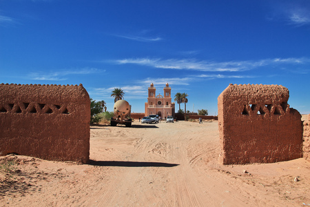 Church in the Sahara desert in the heart of Africa Imagens
