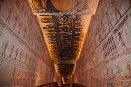 Luxor, Egitto - 28 Feb 2017. Affreschi nell'antica necropoli Valle dei Re a Luxor Editoriali