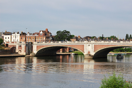 The bridge in hampton cort city, England