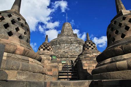 Borobudur - le grand temple bouddhiste en Indonésie