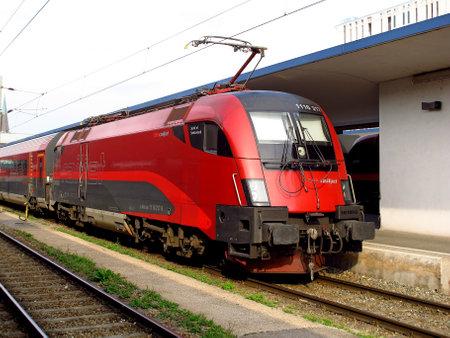 Vienna/Austria - 10 Jun 2011: The train station in Vienna, Austria Redactioneel