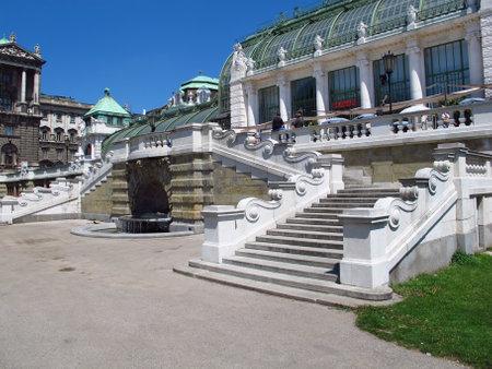 Vienna / Austria - 11 Jun 2011: Imperial palace Hofburg in Vienna, Austria 新闻类图片